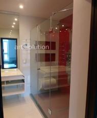 1 красивая стеклянная перегородка в ванной