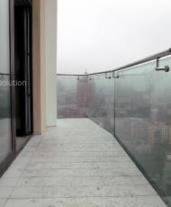 стеклянные перила на балконе