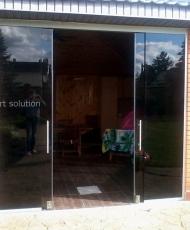 3 раздвижные двери из стекла