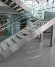 ограждение из металла и стекла