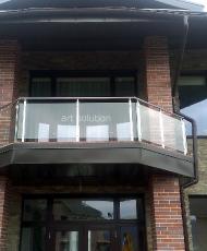 стеклянное ограждение на балконе