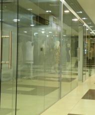 перегородки из стекла для бутиков