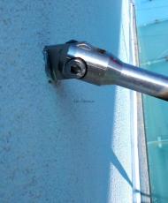 крепление стеклянного козырька к стене