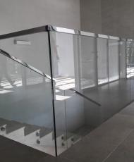 граждение атриума из стекла