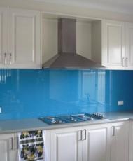 цветной фартук из стекла на кухню