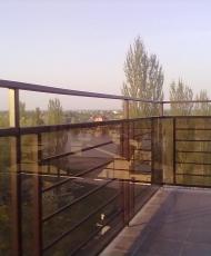 стекло для перил на балконе
