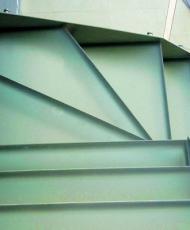 непрозрачная стеклянная лестница