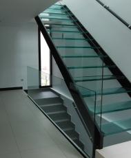 2 полностью стеклянная лестница
