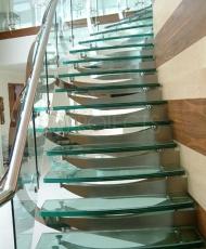 3 полностью стеклянная лестница