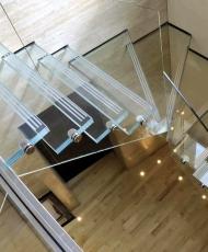 4 полностью стеклянная лестница