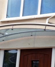 стеклянный козырек над входом