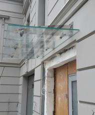 1 козырек стеклянный