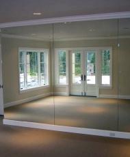 огромные зеркала на всю стену