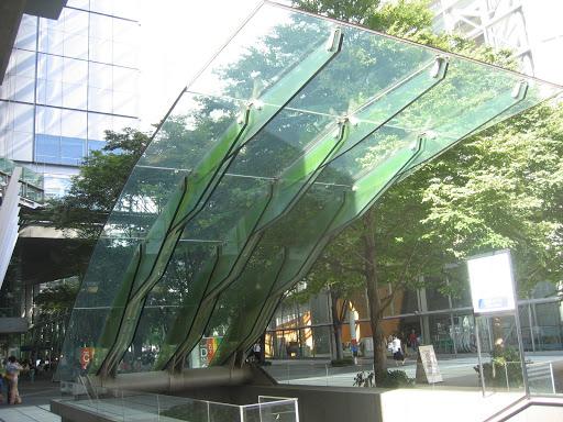 стеклянный козырек в токио