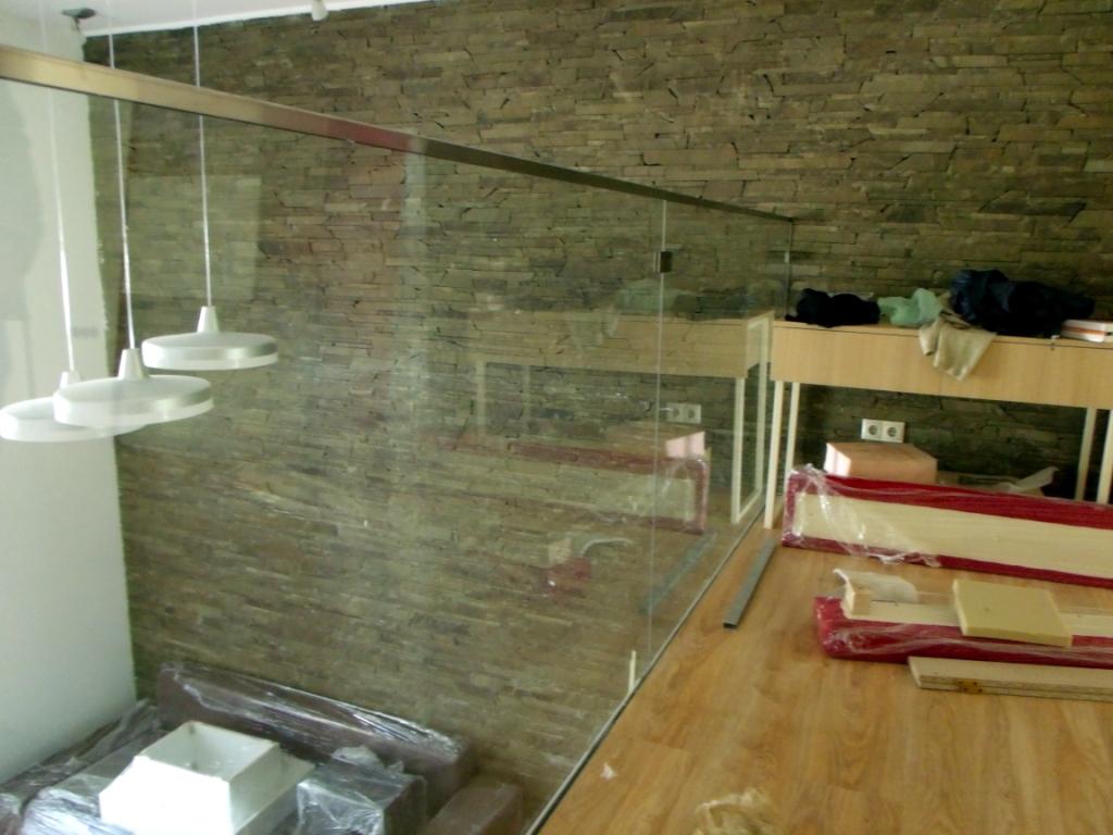прозрачное стеклянное ограждение