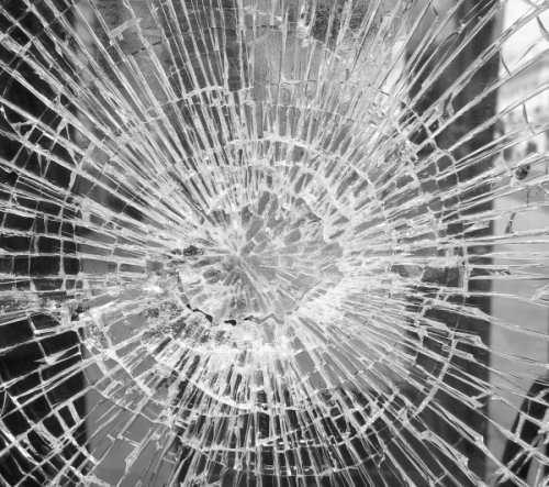 ламинированное разбитое стекло