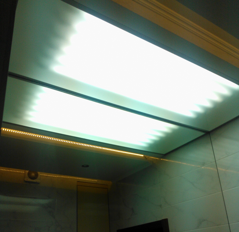 матовый потолок из стекла
