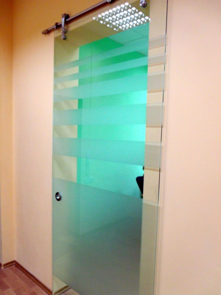 стеклянные раздвжиные двери